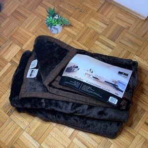 BRAND NEW 🌟 Super Comfy Queen Size Blanket